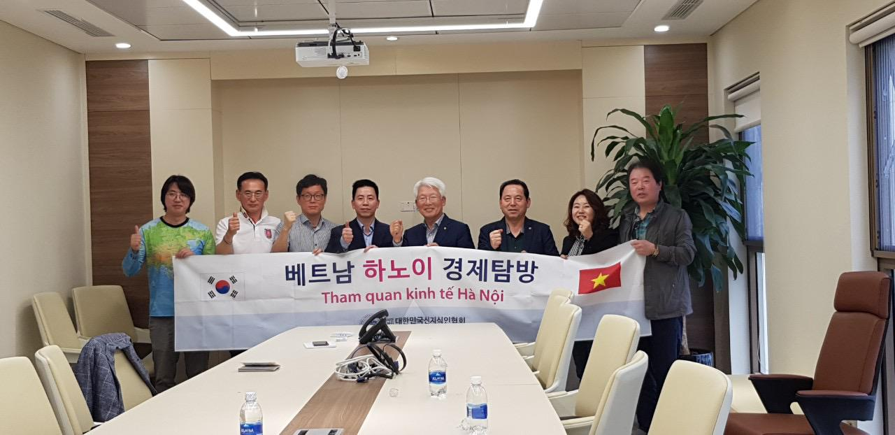 Đại diện doanh nghiệp Hàn Quốc thăm và làm việc tại Văn phòng TPLUS - Representatives of Korean enterprises meeting at TPLUS office